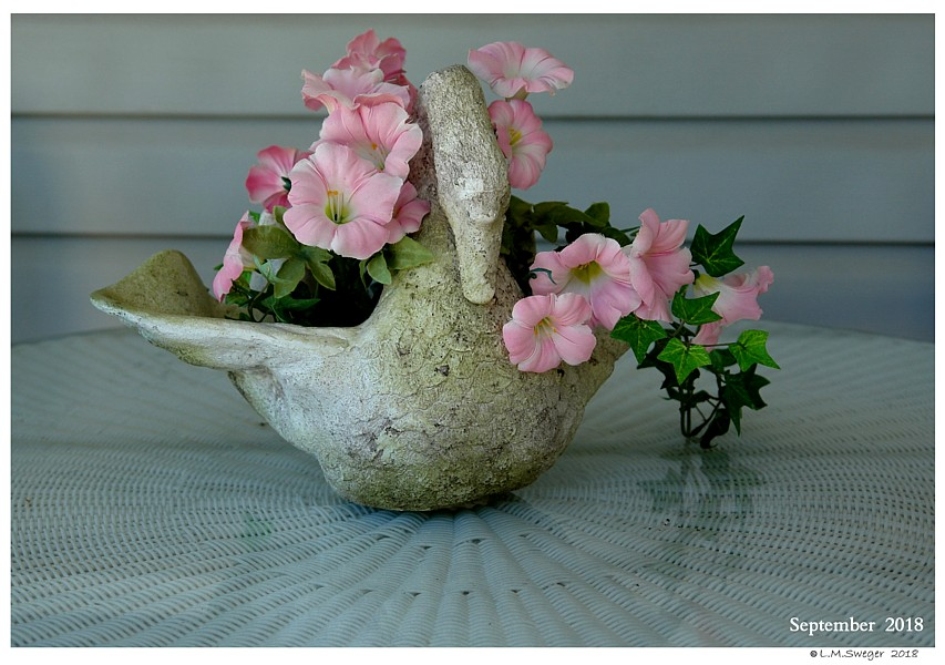 Mute Swan Planter